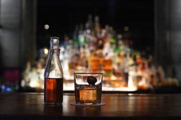 Addiction à l'alcool : comment s'en sortir ? Pascal Couderc, psychologue et spécialiste des addictions à Montpellier et Paris, vous accompagne.